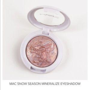 RARE MAC Mineralize Eyeshadow Snow Season